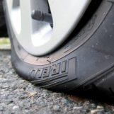 Maresciallo dei Vigili trova la sua auto con le ruote squartate: s'indaga