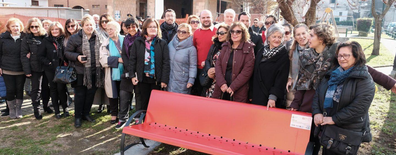 """La """"Panchina Rossa contro la violenza di genere"""" di Serino sarà dipinta dall'artista locale Angelo Calabrese"""