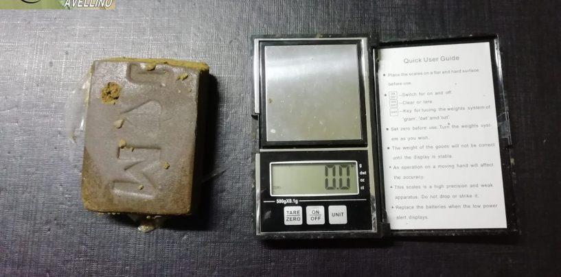 Nascondeva la droga sul terrazzo: nei guai un 48enne di Montoro