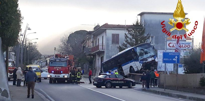 FOTO E VIDEO / Traffico in tilt sulla Nazionale dopo l'incidente, indagini in corso