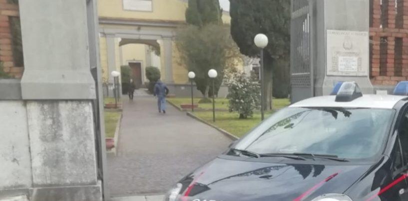 Furto nel cimitero di Montoro, i ladri portano via 80 vasi portafiori in rame e ottone