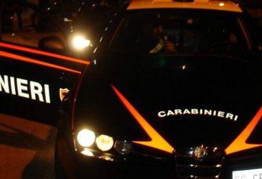 Autocarro in fiamme nella notte, si indaga