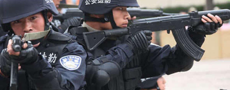 Auto sulla folla, sei morti e diversi feriti: la polizia uccide il responsabile
