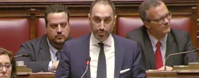 """Corruzione e tangenti, bufera su Siri. M5S: """"Paolo Arata link tra Berlusconi e Salvini?"""""""