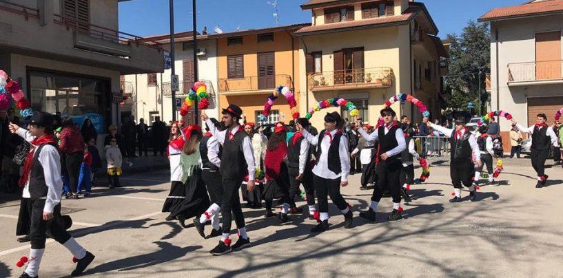 """Grande successo per """"La Zeza"""" di Montemiletto: al top la Serenata della sposa"""