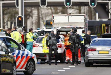 """Spari su un tram in Olanda, tre morti e diversi feriti. La polizia: """"Possibile movente terroristico"""""""