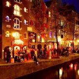 """Stop ai tour nei quartieri a luci rosse di Amsterdam: """"Irrispettoso per le lavoratrici del sesso"""""""