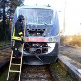 VIDEO/ Fiamme su un treno ad Altavilla Irpina