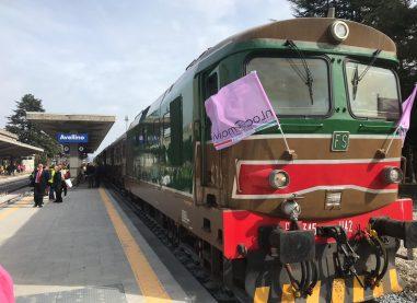 """FOTOGALLERY/ La partenza del """"Treno dell'8 Marzo"""" dalla stazione di Avellino"""