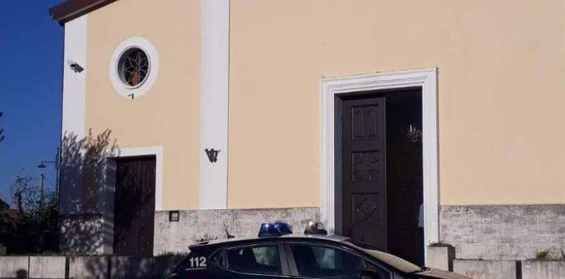 Ruba in chiesa le offerte dei fedeli: denunciato per poche decine di euro