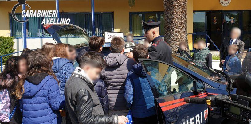 """Gli alunni del """"Tentindo"""" visitano il comando provinciale dei carabinieri di Avellino"""