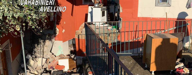 FOTO/ Fuga di gas da un'abitazione, estratto un 22enne dalle macerie