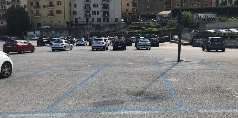 Parcheggi, abbonamenti per commercianti e dipendenti. E resta in piedi l'opzione targhe alterne