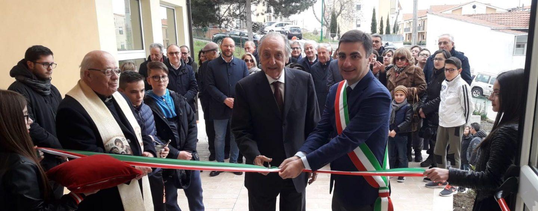 Artigianato e tradizione, il filantropo Emanuele inaugura la Scuola delle Antiche arti e Mestieri