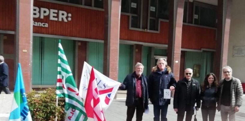 No alla regionalizzazione della scuola, gazebo del sindacato al Corso