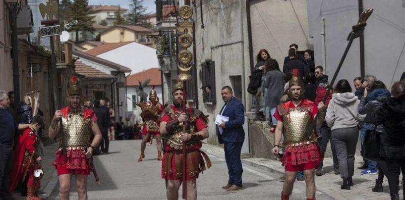Pasqua si avvicina, a Vallata il centenario rito del Venerdì Santo con 200 figuranti