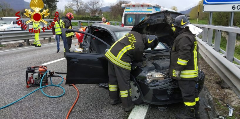 Incidente tra due veicoli, cinque feriti e code sull'A16 all'altezza di Mercogliano