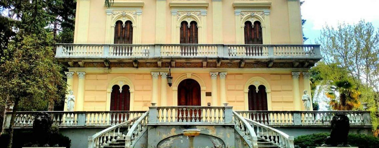 """Montella, """"Villa De Marco"""" si è rifatta il look: restaurati anche la statua e i leoni"""