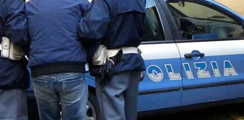 Rubavano Fiat 500 in città: tentano la fuga, fermati dalla polizia