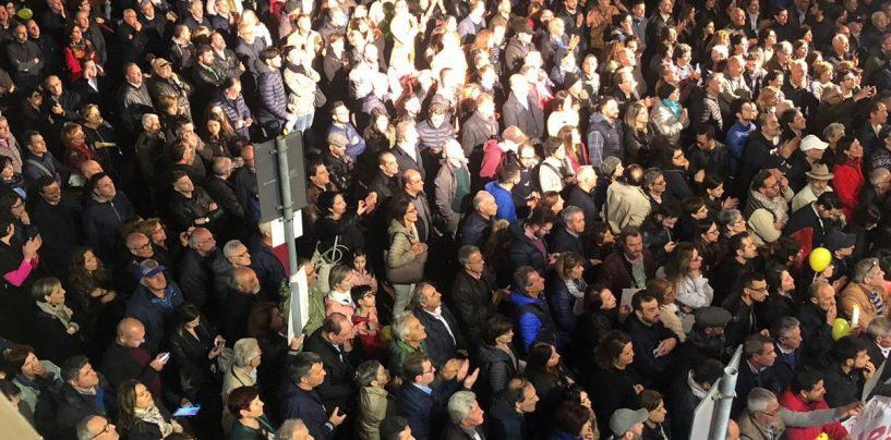 Bagno di folla per Di Maio, Avellino risponde in massa all'appello al voto del vicepremier