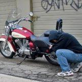 Dal campo Rom di Napoli-Gianturco per rubare una moto in Irpinia: beccati da un Carabiniere non in servizio