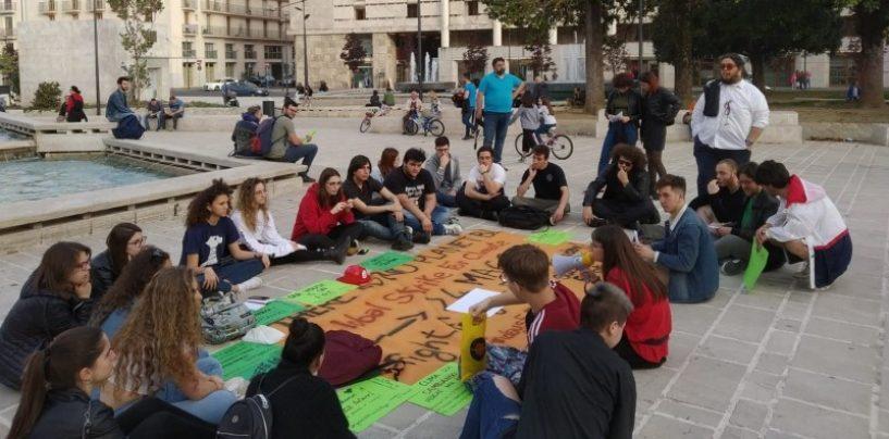 """""""Per un'Irpinia plastic free"""": gli studenti di Avellino ripuliscono una zona verde della città"""