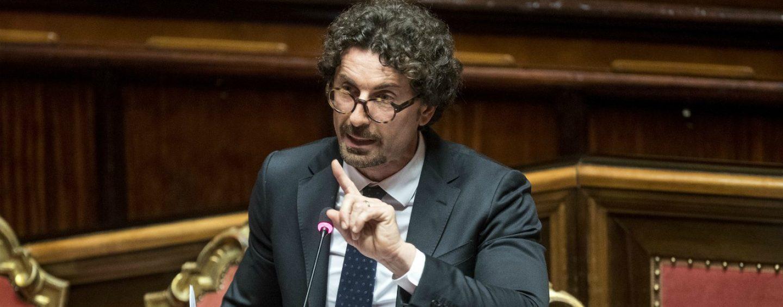 """Sequestro viadotti, il ministro Toninelli accusa: """"Anomalie nella gestione di Autostrade"""""""
