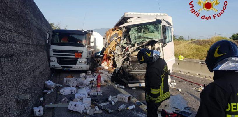 Tamponamento tra autocisterna e un tir, riaperto il tratto A16 Avellino est-Benevento