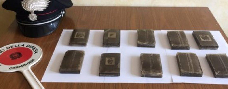 """Oltre 300 chili di hashish """"Porsche"""" sequestrati a Melito di Napoli, in tre in manette"""