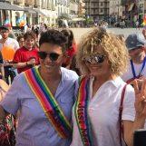"""VIDEO/ Eva Grimaldi e Imma Battaglia ad Atripalda per il primo Pride irpino: """"E' partendo dalla provincia che si fa progredire il Paese"""""""