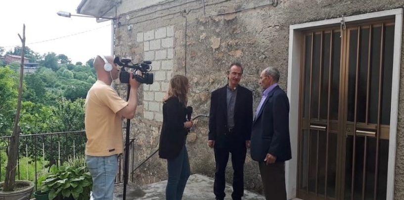 """VIDEO/ Truffe agli anziani, """"Mi manda Raitre"""" fa tappa a Chiusano"""
