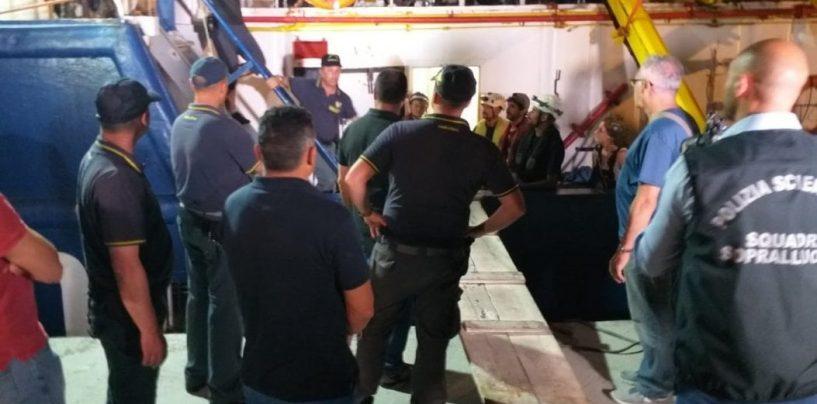 Migranti sbarcati a Lampedusa, arrestata la comandante. L'ira di Salvini