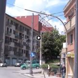 VIDEO/ Metro leggera: palo inclinato e cavi elettrici penzolanti a via Circumvallazione, la rabbia dei residenti