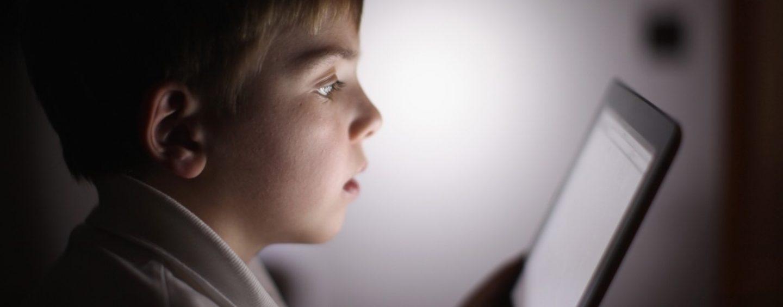 """Salute del bambino, le linee guida dell'Oms: """"Niente vita sedentaria e niente schermi prima dei 2 anni"""""""