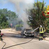 Auto in fiamme a Mugnano del Cardinale, l'intervento dei caschi rossi di Avellino