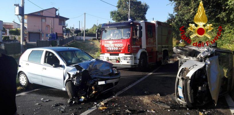 Scontro frontale tra due auto a Grottaminarda, quattro feriti al Frangipane