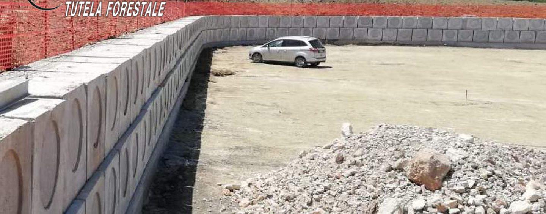 Costruisce un muro di 140 metri, ma il tutto era senza autorizzazione: denunciato un 70enne