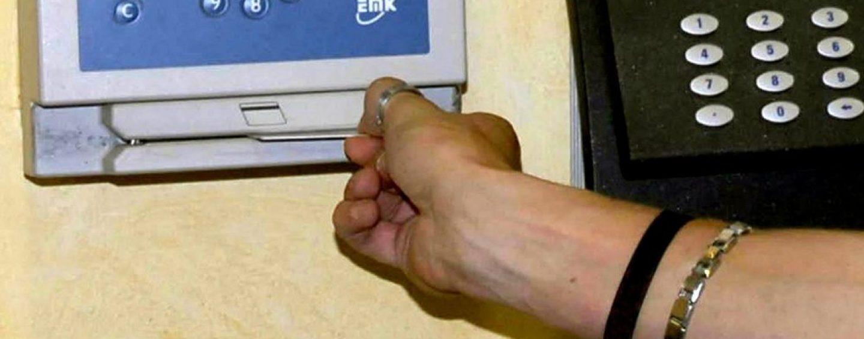 Riforma Statali, sì alle impronte digitali anti-furbetti