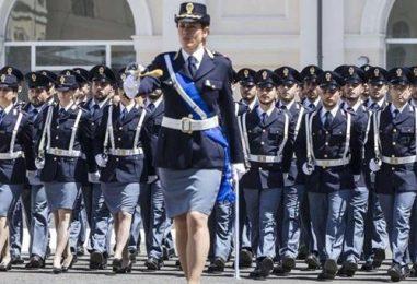 VIDEO/ La Polizia di Stato si rifà il look: ecco i nuovi segni distintivi