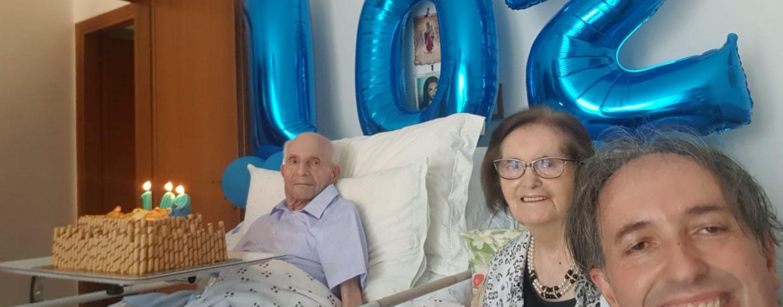 VIDEO/ Centodue candeline per nonno Amelio, festa grande a Pietrelcina