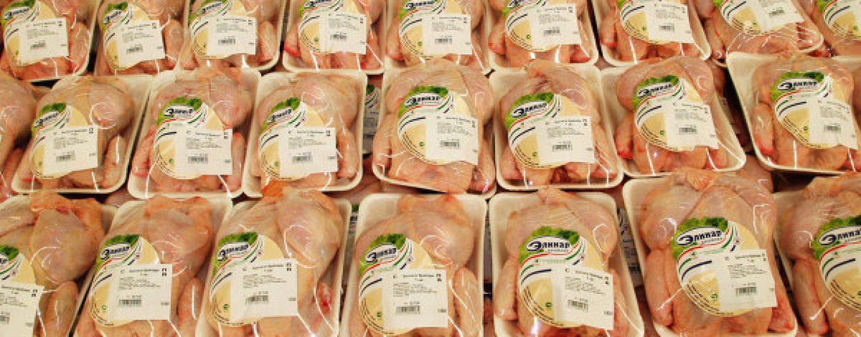 Compra un pollo in un supermercato e trova i vermi, choc ad Atripalda