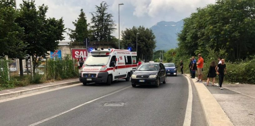 Incidente ad Avellino, 54enne in Vespa si scontra con un'auto