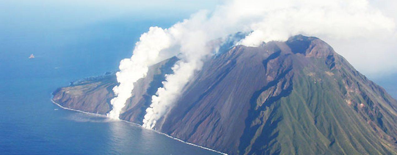 VIDEO/ Paura a Stromboli, esplode il vulcano: un morto e un ferito