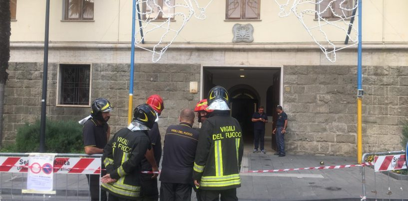 Paura ad Avellino, esplosione davanti al Vescovado: due feriti