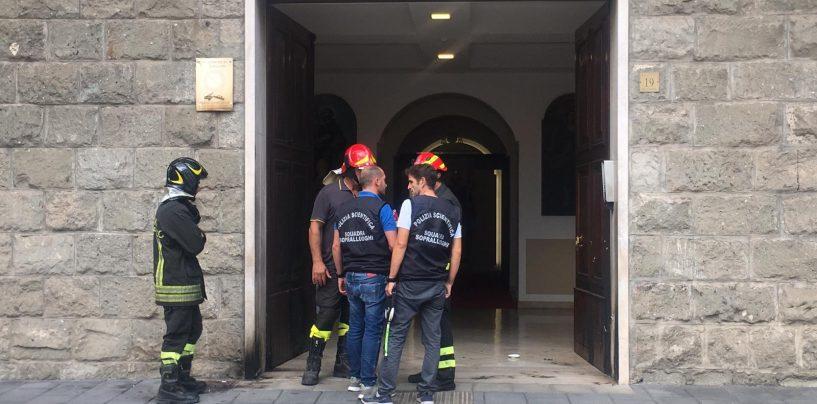 Esplosione davanti Palazzo Vescovile, tre feriti ed un fermato: un pomeriggio di paura per Avellino