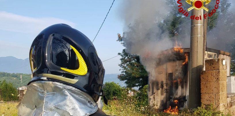 A Manocalzati va in fiamme una cabine elettrica, l'intervento dei vigili del fuoco