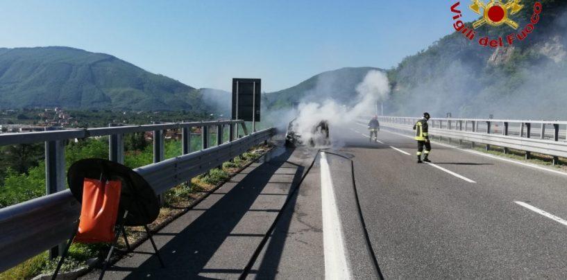 Auto in fiamme, mattinata di paura sull'autostrada Napoli-Bari