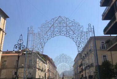 """VIDEO/ Ecco le luminarie lungo Corso Vittorio Emanuele. L'Assessore Luongo: """"Domani l'inaugurazione ufficiale"""""""