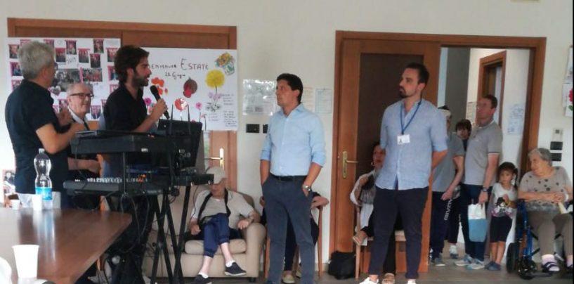 """FOTO/ L'Avellino Summer Fest non dimentica gli anziani: spettacolo al """"Roseto"""" con Nico"""