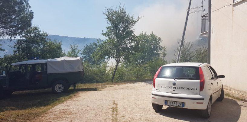 FOTO / L'Irpinia continua a bruciare. A Villamaina le fiamme minacciano le abitazioni